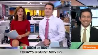 Ведущие Bloomberg показывают свое нижнее белье