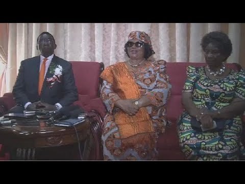 Malawi's ex-president Joyce Banda returns home amidst cheers from supporters