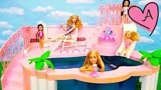 Chelsea no sabe nadar en la piscina de Barbie | Muñecas y juguetes con Andre para niñas y niños thumbnail