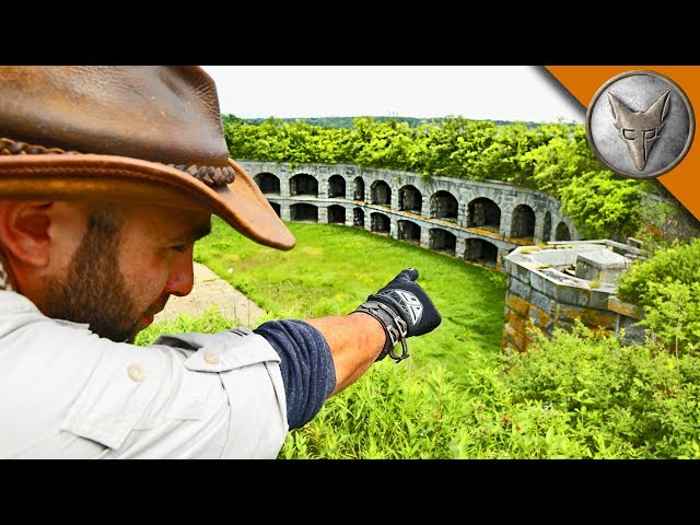 Exploring an Abandoned Fortress!