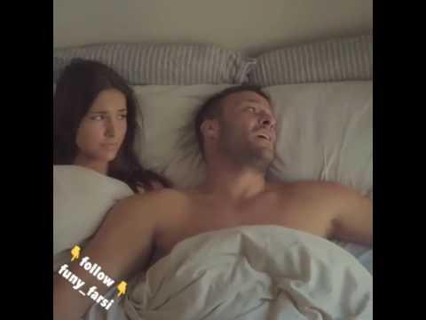 un homme paresseux au lit surprend un jeune sa fen tre comme tu es faible au lit d s ton. Black Bedroom Furniture Sets. Home Design Ideas