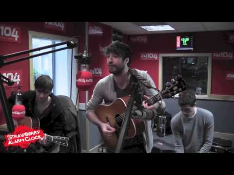 THE CORONAS - Dreaming Again [LIVE in FM104]