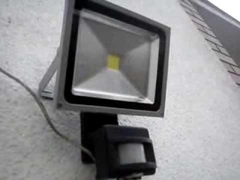 lampa z czujnikiem ruchu led