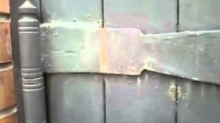 видео Изящные кованые ворота с поликарбонатом