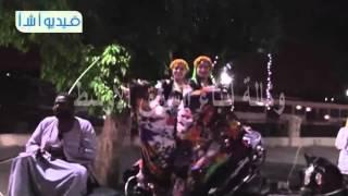 بالفيديو  استقبال حاشد للفنان العالمى دانى جلوفر على كورنيش الأقصر بالحناطير والموسيقى الشعبية