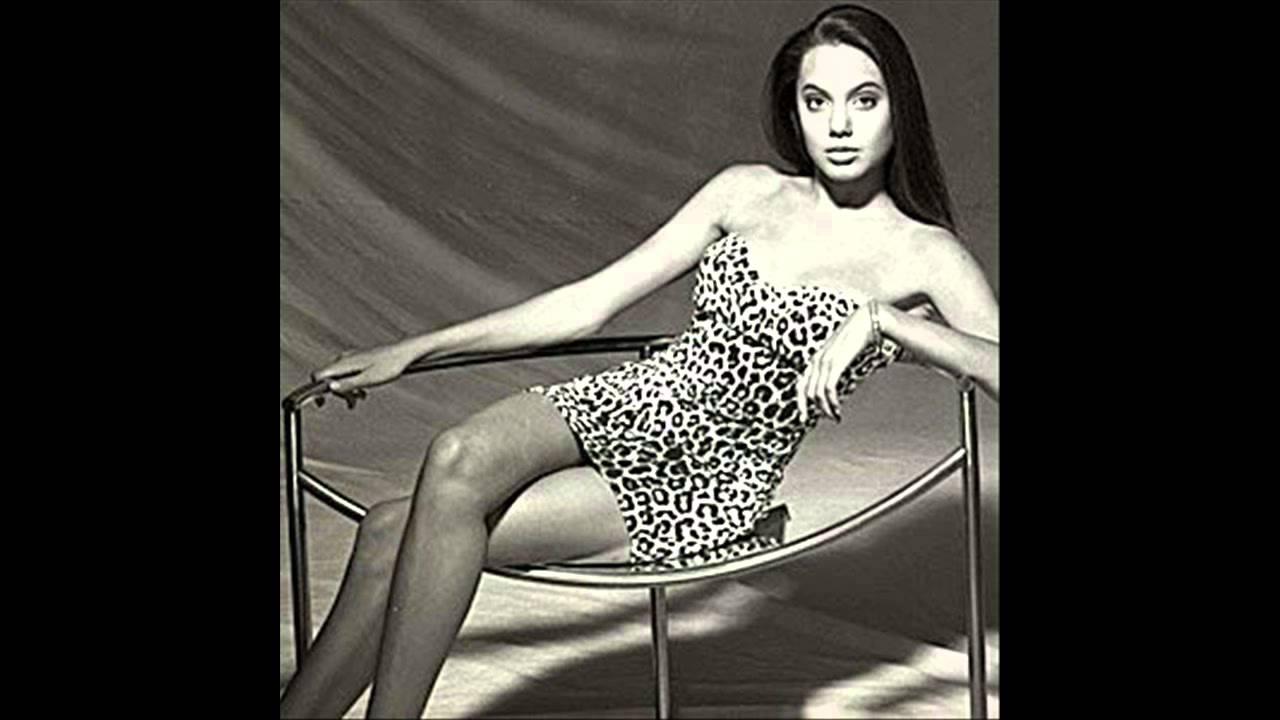"Angelina Jolie ""Young Model"""