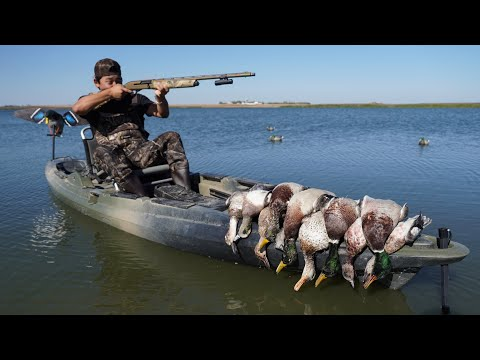 EPIC Kayak Duck Hunting! (Mallards, Wigeon, and Redheads)