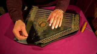 Ma Liberté played on a 6-chord zither