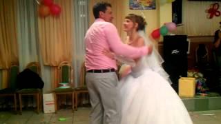 Танец свёкра с невесткой.