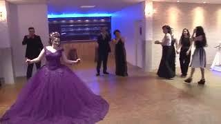 رقص عروس ع اغنيه شوكولاته فدوه كيوت😍😘😍😘
