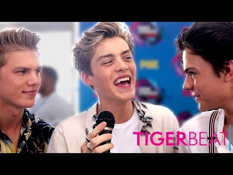 New Hope Club, Niki & Gabi and More Share First Kiss Stories on the Teen Choice Awards Red Carpet