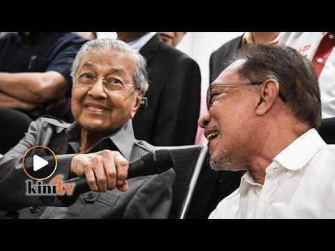Dr M hulur mikrofon pada Anwar jawab soalan pemberita
