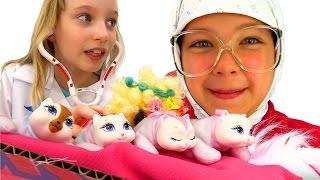 Смешные видео: Бабушка у врача. Лечим Кошку! Игры доктор. Настя и Катя в Видео с игрушками для детей(Бабушка у врача в смешном видео с игрушками для детей. Играем в доктора, лечим кошку. Сегодня на приёме у..., 2016-08-23T11:52:29.000Z)