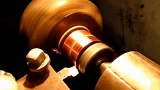 Ремонт якоря генератора - заключительная стадия /How to repair a generator anchor(Проточка ламелей якоря после приклеивания обязательный процесс после ремонта, чтоб исключить элепсность...., 2014-01-16T18:21:47.000Z)