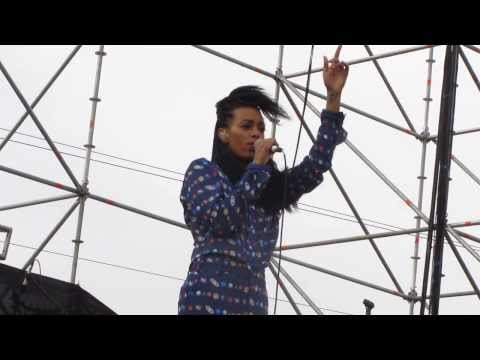 Solange - Stillness Is The Move (Chile, 23-11-13)