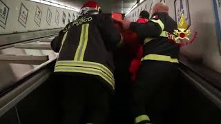 Roma, cede scala mobile nel metrò: i soccorsi ai tifosi russi feriti thumbnail