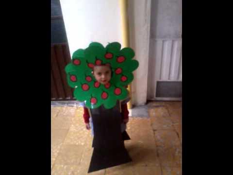 KyuHyun vestido de arbol - YouTube