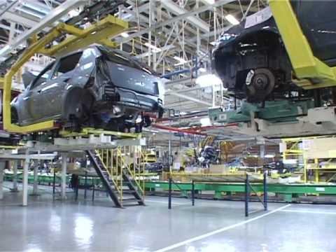 Новый renault duster 2017 в автосалоне рено-автомир. Купить автомобиль duster по цене официального дилера. Продажа рено дастер 2017 в новом кузове в москве стоимость, фото и комплектации авто на renault-avtomir. Ru.