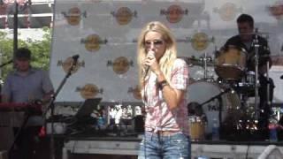Whitney Duncan - Skinny Dippin (Live CMA Fest)