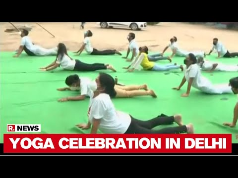 international-yoga-day-2020:-students-and-teachers-perform-yoga-at-delhi-school