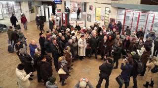 �������� ���� Ярославцы поют украинские песни на вокзале Ярославль Главный ������