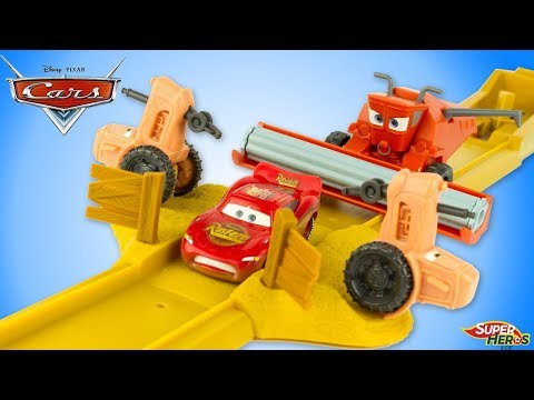 Disney Cars Piste Tracteurs Renversants Flash McQueen Frank Radiator Springs Jouets Toy Review