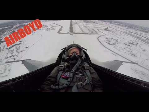 Elizabeth Banks Flies With The F16 Viper Demonstration Team