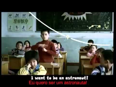 Crianças chinesas surdas falando sobre os seus sonhos