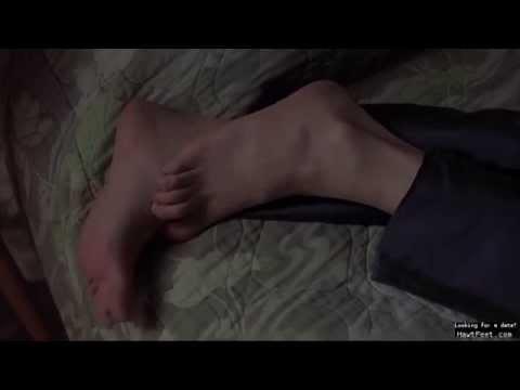 Jennifer Jason Leigh's bare feet