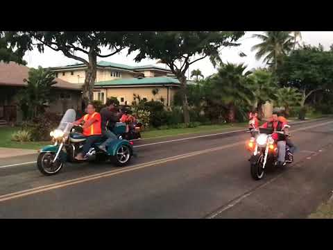2017 Honolulu Marathon winner passing our house