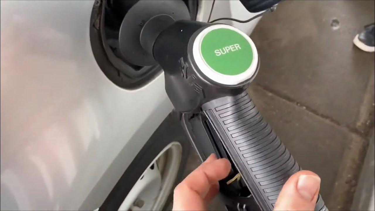 PKW mit Kraftstoff (Benzin) tanken Smart ForTwo mit Benzin Super betanken Anleitung