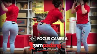 ZASKIA GOYANG PANTAT HOT [VERTICAL VIDEO] FOCUS CAMERA BIKIN BERDIRI