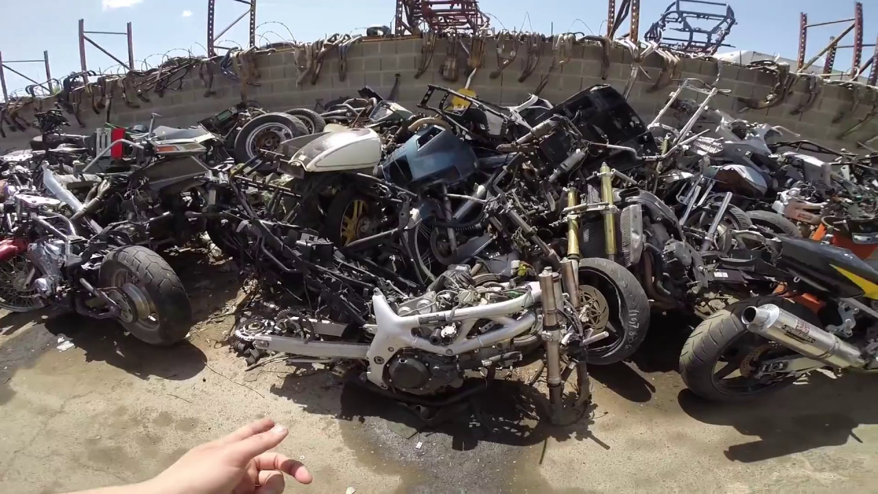 Vlog 8: Tham quan nghĩa địa mô tô ở USA, thiên đường phụ tùng cũ