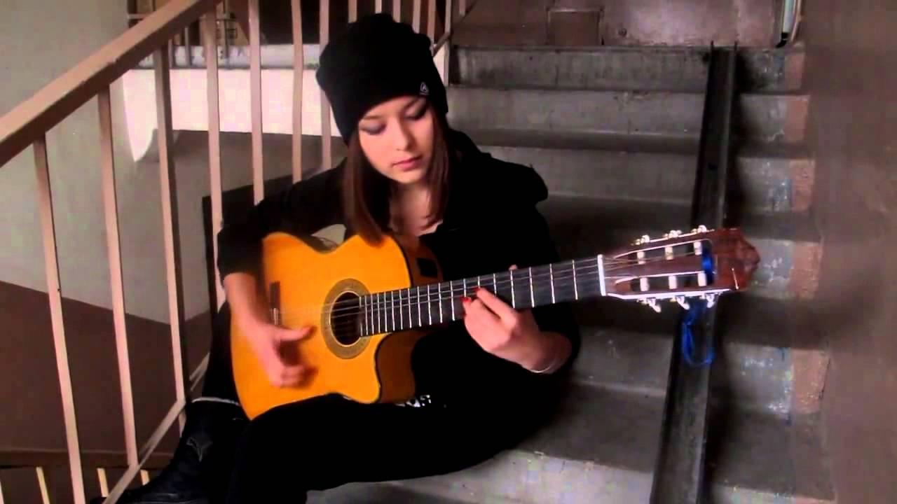 Есть красивая девушка гитарный бой