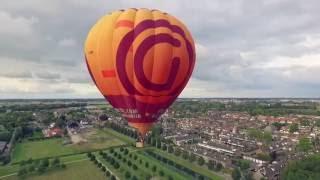 Spectaculaire dronebeelden van een opstijgende luchtballon