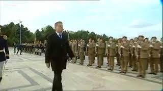 Iohannis  - catwalk style de Ziua Armatei