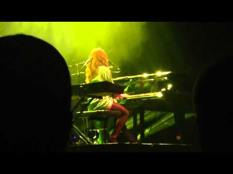 """Tori Amos- """"Bliss"""" & Brits in Southern Heat Chat"""