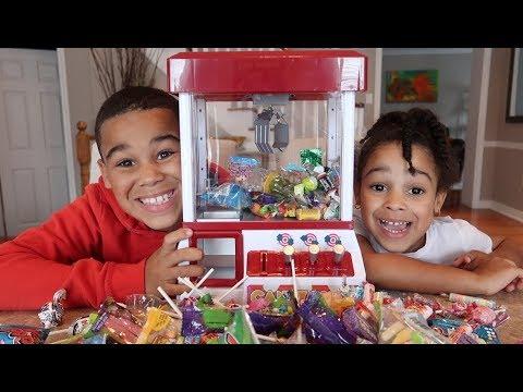 Arcade Candy Claw Machine Game   FamousTubeKIDS