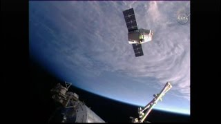 SpaceX Dragon CRS-8 Rendezvous, Grapple, & Berthing (time lapse)