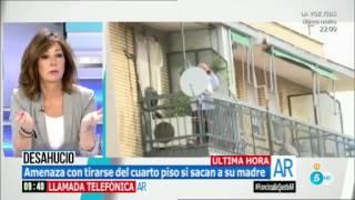 Ana Rosa tranquiliza a un hombre que amenaza con suicidarse