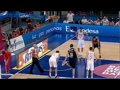 Espectacular mate de Nemanja Bjelica ante Real Madrid en el 3ºpartido de semifinales ACB 11/12