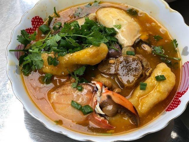 Choáng váng 2 tô bánh canh cua vỉa hè giá 600 ngàn đồng ở Sài Gòn