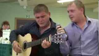 Свадьба видео видеосъемка свадьбы Волгоград друзья жениха поют для жениха и невесты свою песню