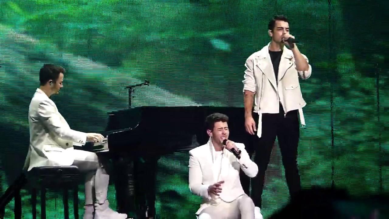 jonas brothers concert boston