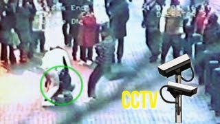 Repeat youtube video Local hero tackles jewellery thieves, police nowhere to be seen