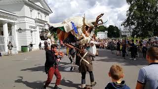 Смотреть видео Фестиваль уличных театров на Елагин острове. 05.08.18. Санкт-Петербург онлайн