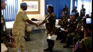 Строевые приемы с африканским колоритом – официальная церемония(Официальная церемония вручения дипломов офицерам нигерийской армии. Они очень серьезно относятся к таким..., 2016-11-03T20:32:53.000Z)