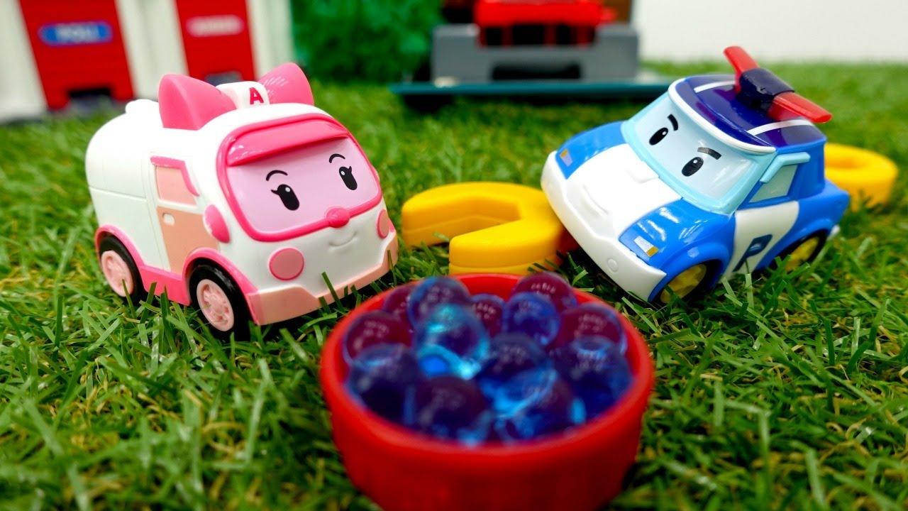 Robocar Poli in italiano. Amber e le macchinine giocattolo. Video e giochi per bambini