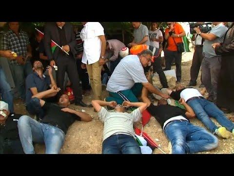 اشتباكات بين سكان قرية خان الأحمر والجيش الإسرائيلي بسبب قرار الهدم وتوسيع الإستيطان…  - نشر قبل 2 ساعة