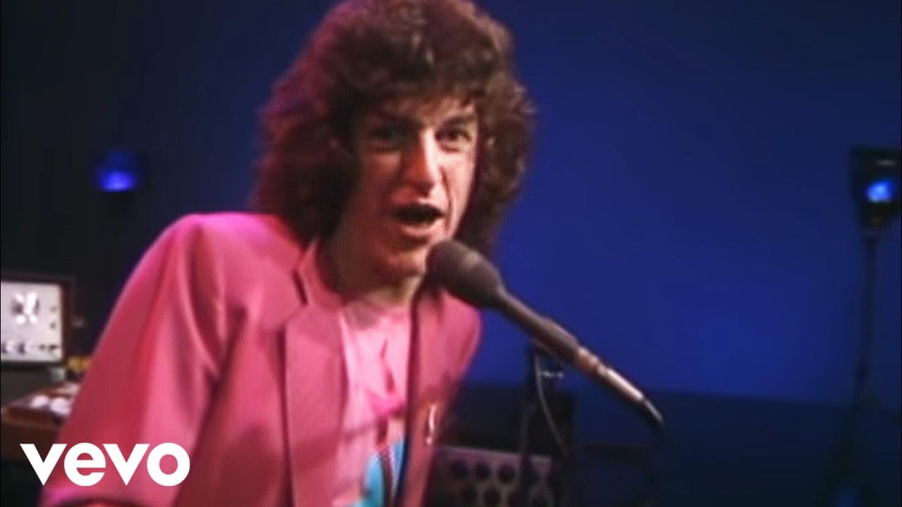 REO Speedwagon - Keep on Loving You (Official Music Video)